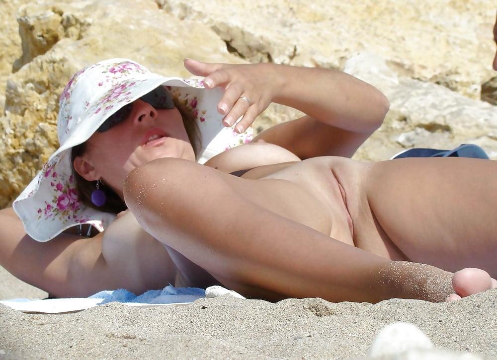 nude-mans-girls-vagina-naked-on-the-beach-humiliation-femdom-big