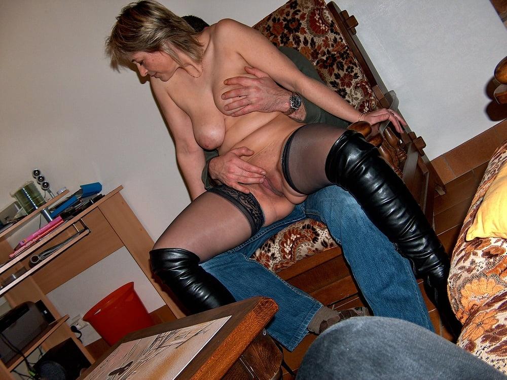 Русская жена показала стриптиз своему мужу