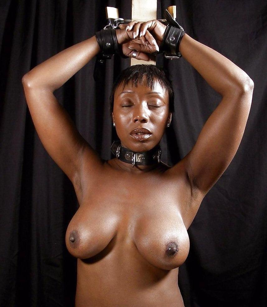 вначале порно фото негритянка рабыня сперва развратить