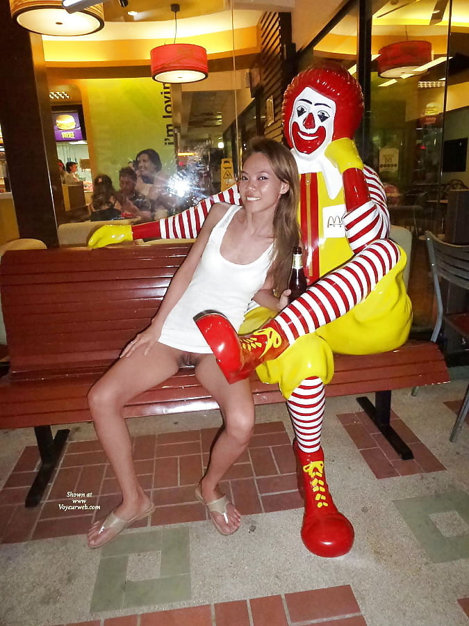 Girls strip searched in mcdonalds uncensored