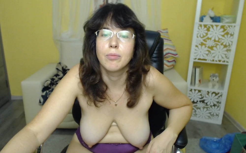 Amateur milf plays with toy on webcam-2446