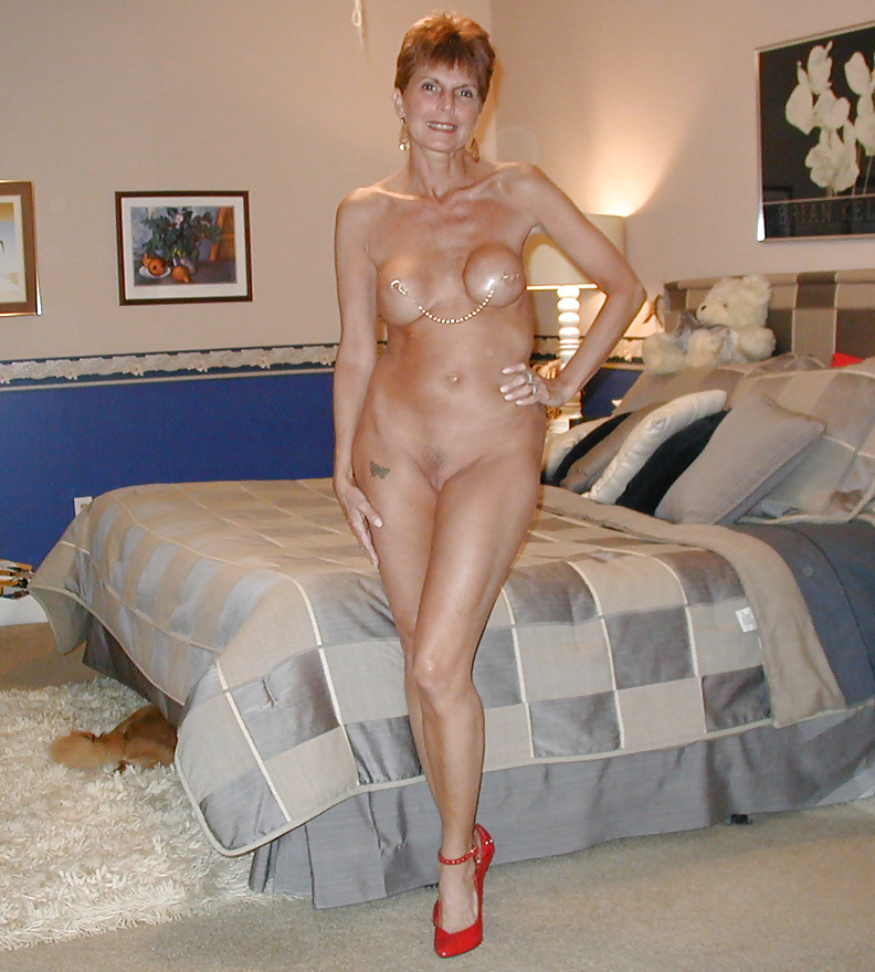 short-sexy-moms-naked