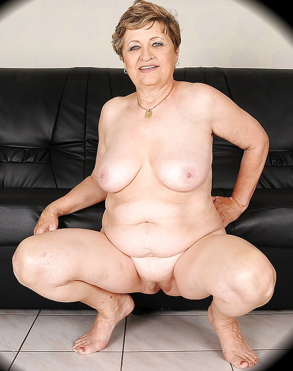 xhamster-nudes-granny-mommy-licks-daughters-pussy
