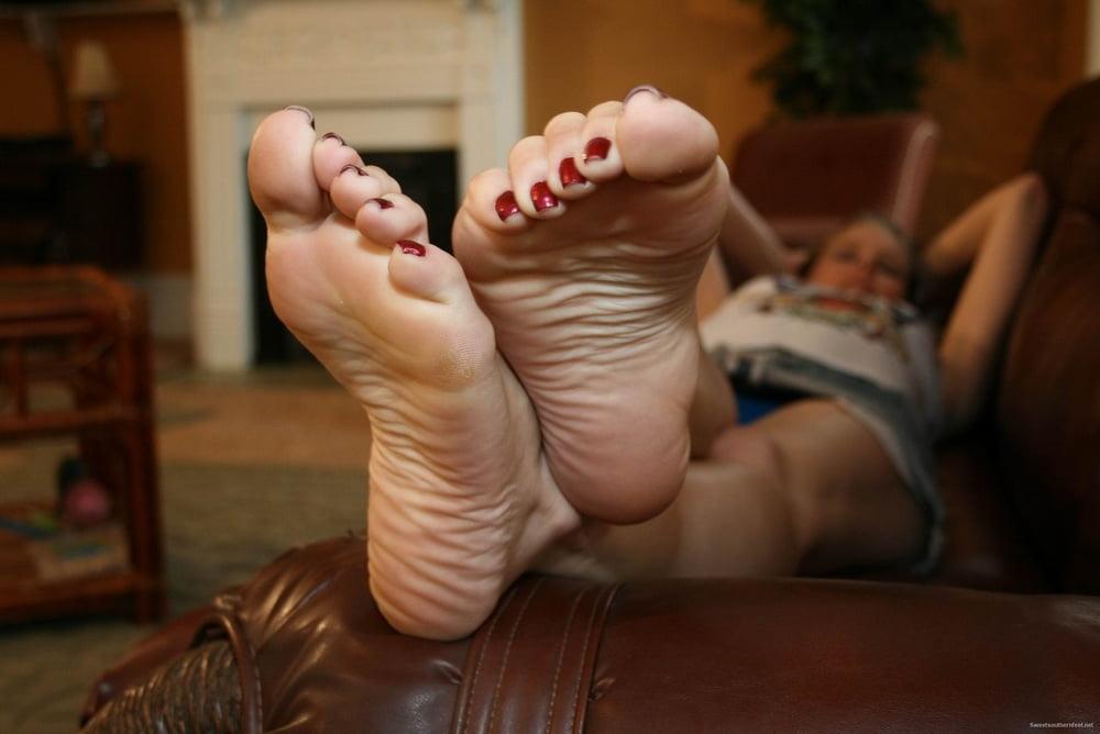 ugly-feet-spank