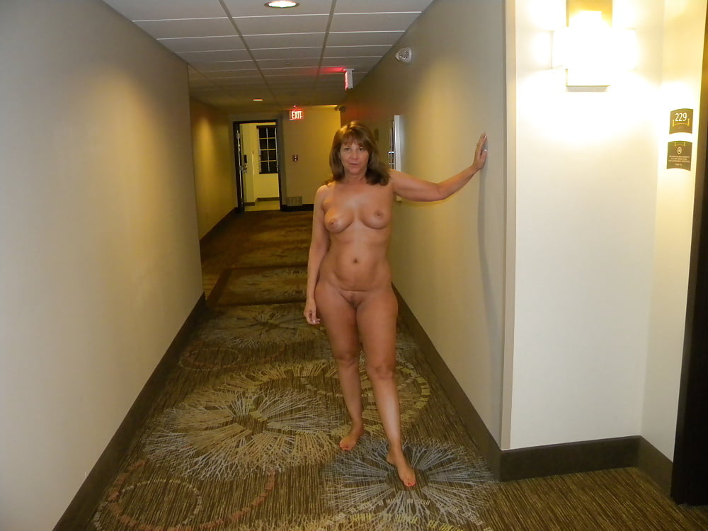 Nude girls in hotels videos — photo 4