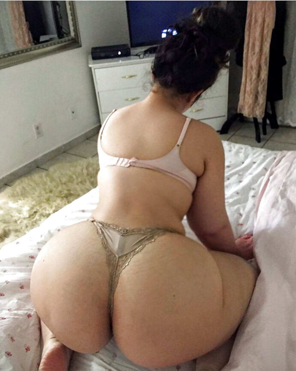 Jack off thick arab girls naked ass