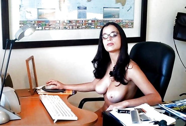 Видео стриптиз на рабочем месте, американские порнозвезды порно видео