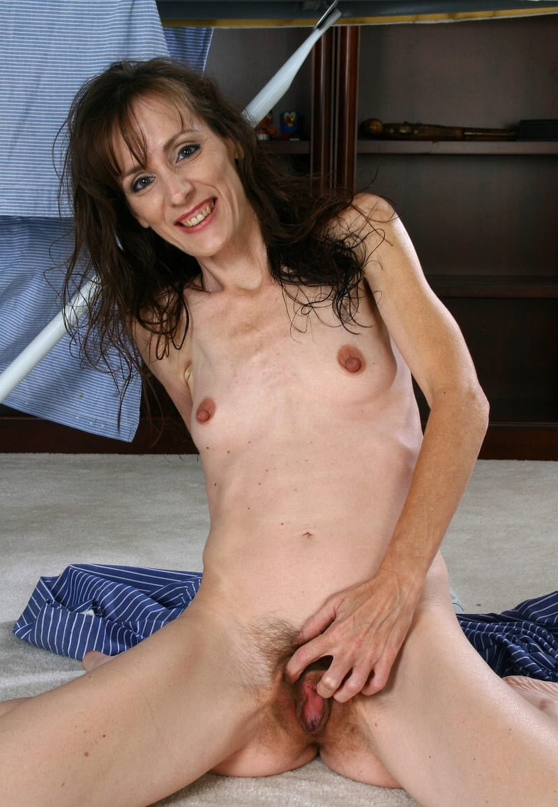 Homemade mature skinny pussy with dildo
