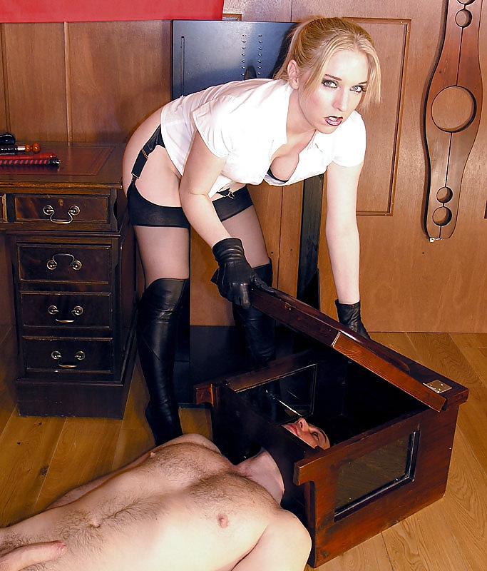 Госпожа и раб унитаз фото фото, голые гимнастки на снаряде смотреть видео онлайн