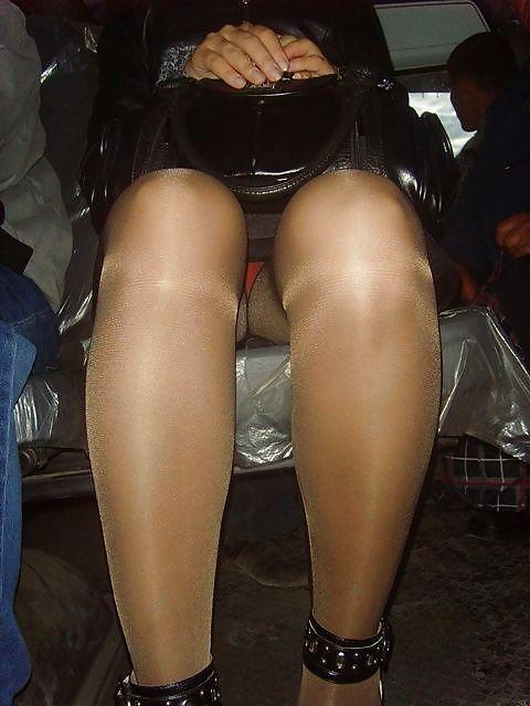 Колготки под юбками подсмотренные в городе, амбер линн бах секс