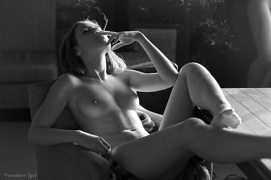 nude-girls-cigarettes