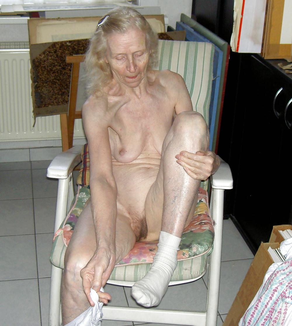 Ебля украине фото очень старых пожилых голых руку пизду волосатую