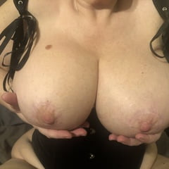 Huge Fake Tits Implants BBW Blonde MILF Mommy Masterbates