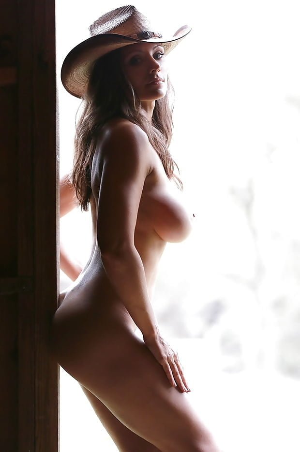 naked-cowgirl-on-bed