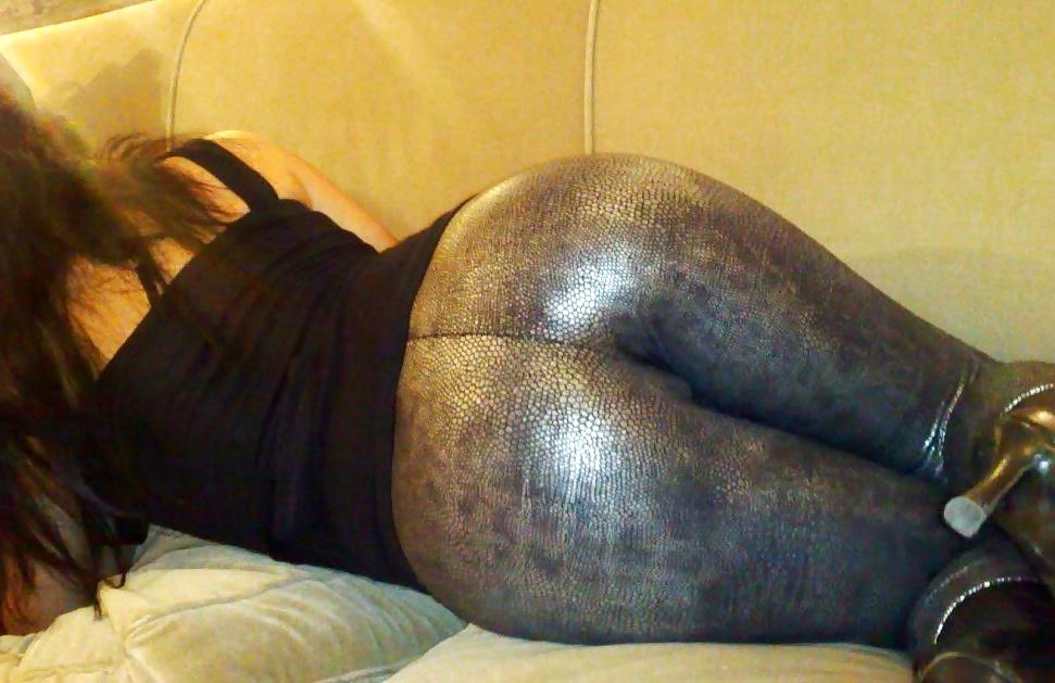 sex-wrestling-black-milf-yoga-pants