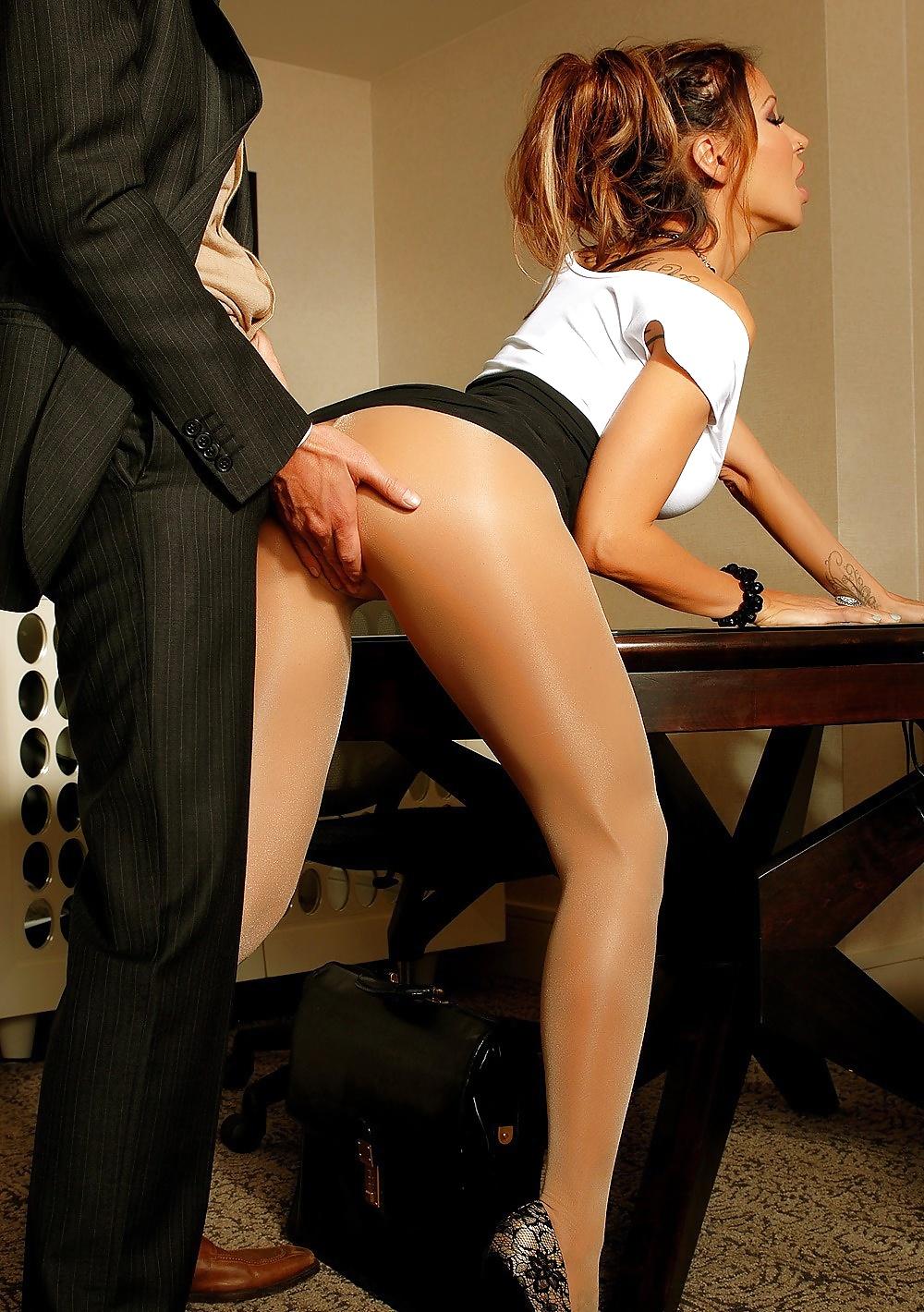 секретарша подняла юбку для секса - 8