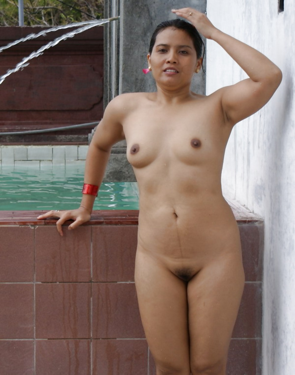 Navneet Kaur Dhillon Desi women showing off outdoors 14 Pics best porn