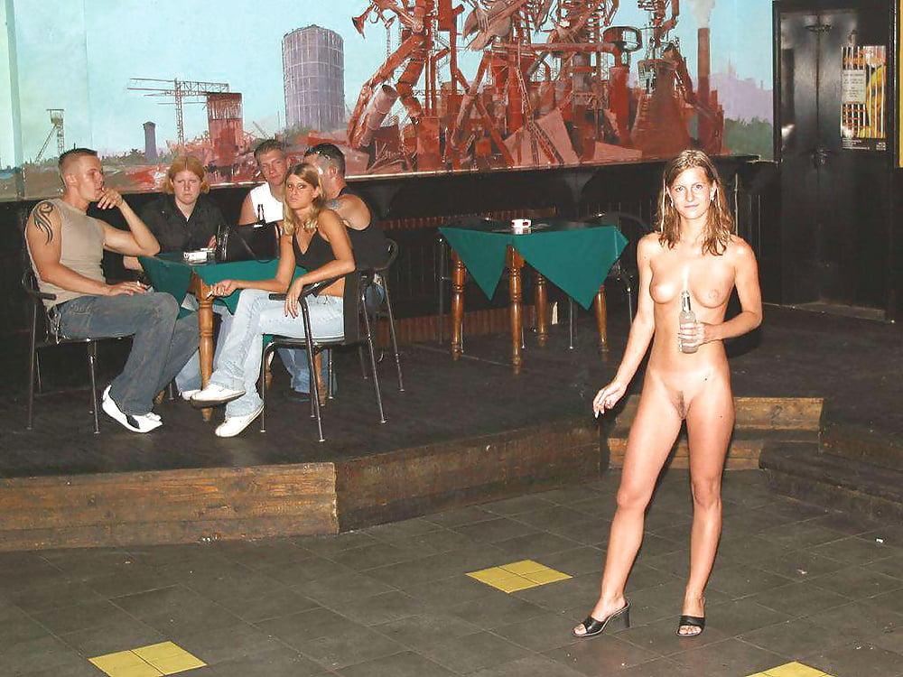 танцуют голыми на дискотеке безответные