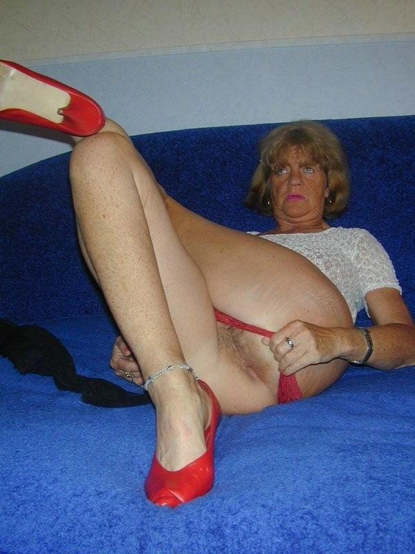 Obelia in red heels