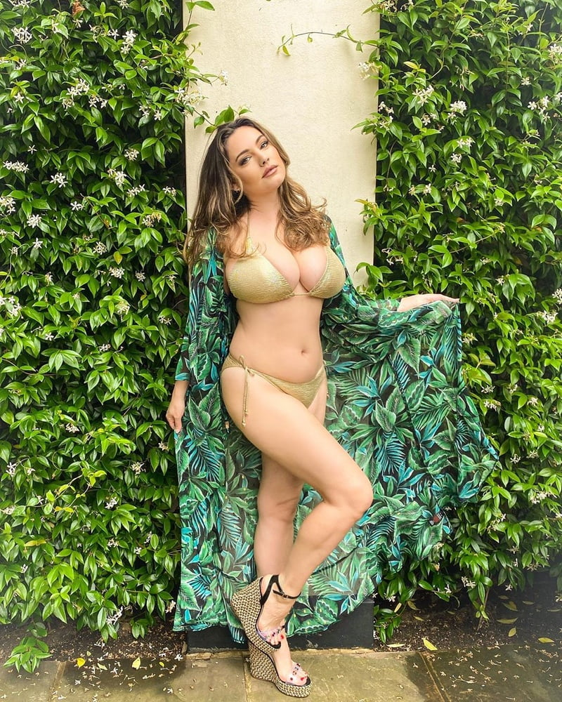 Kelly Brook Huge Tits - 52 Pics