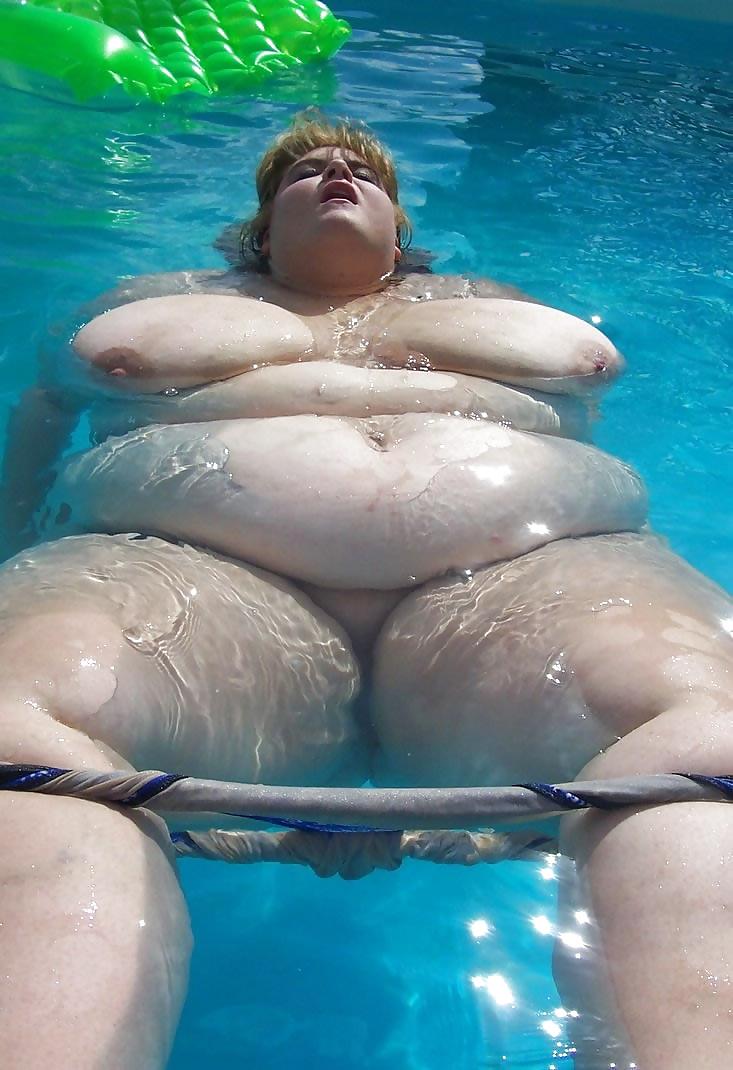 Long Splash Bbw In A Pool 1