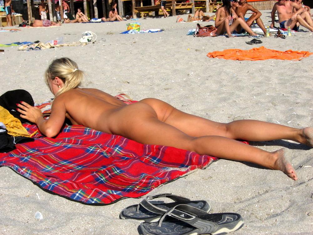 Без трусов на пляже казантипа