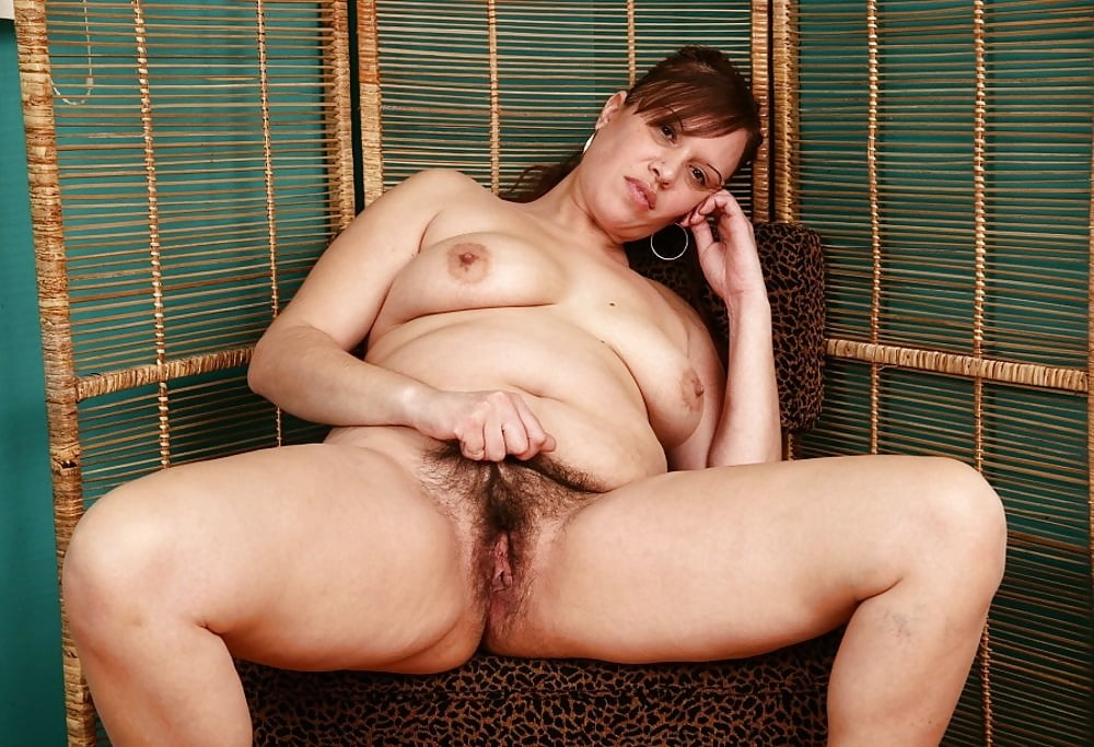 Steamy Pose Hairy Mature Sex Pictures 1