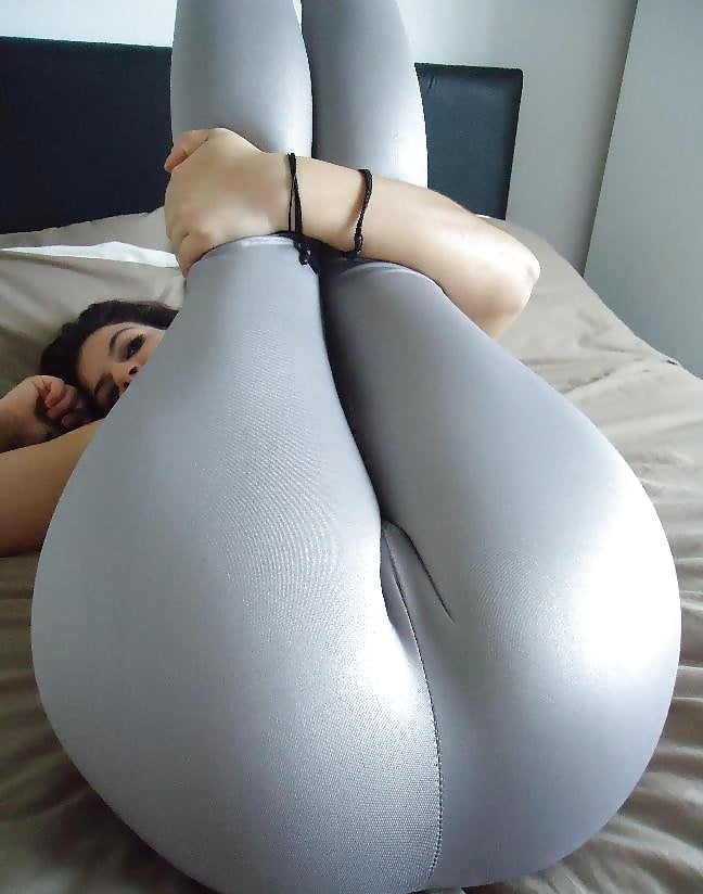Huge spandex ass — pic 1