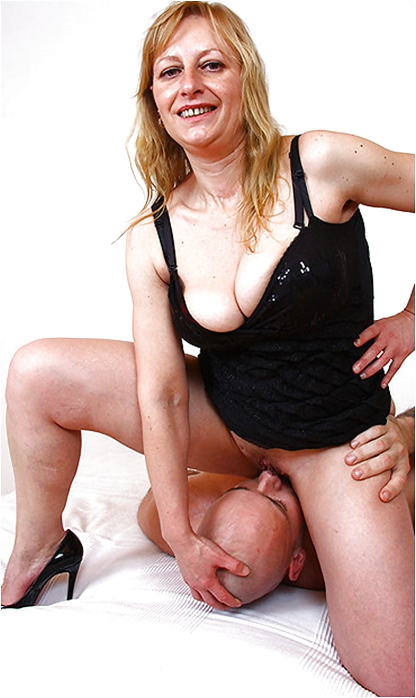 milf-facesitting-pics-milfs-blonde-nakd