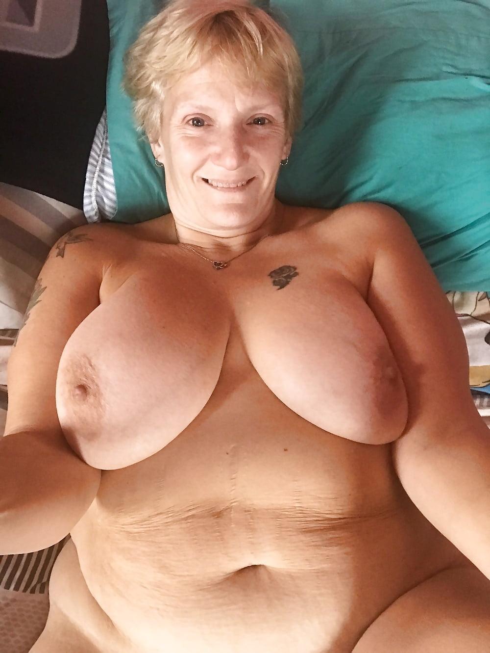 Naked girls bobbs