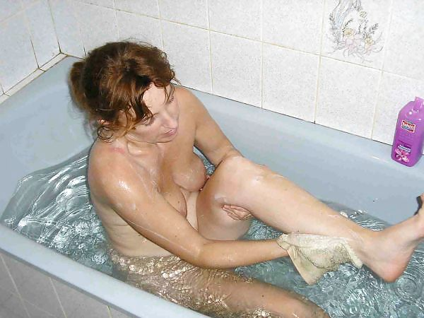 Hot mature exhibe nude !!!