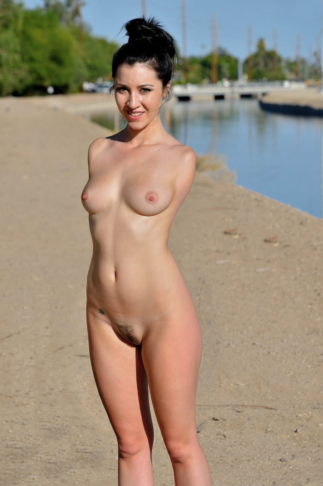 Pictures of young naked female amputees
