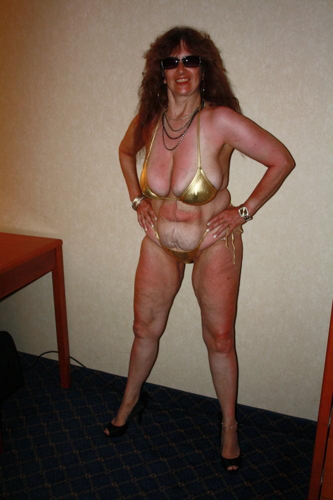 Mature women in skimpy bikinis-3399