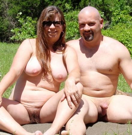 Nackt am strand mit erektion
