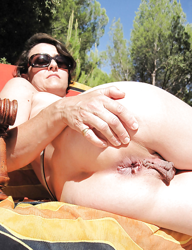 Extreme Pierced Pussy