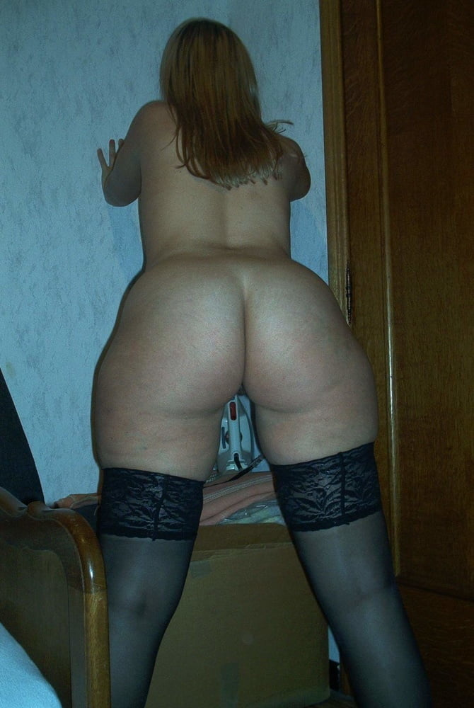 диван, расставила порно фото частное огромные бедра узкоглазая мулатка
