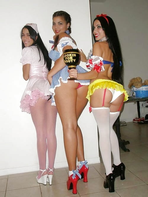 girls-in-naked-halloween-costumes
