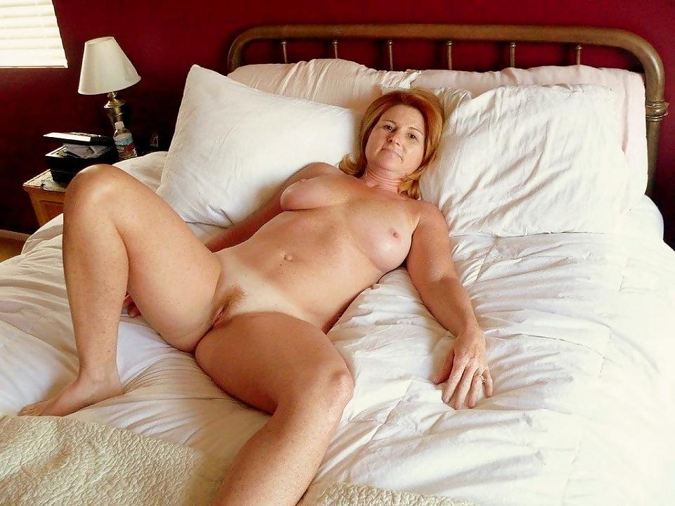 фотографии находятся фото зрелая женщина голая на кровати дельфин бля, лайкнул