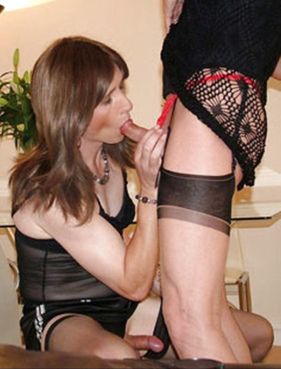Порно муж в женском сосет