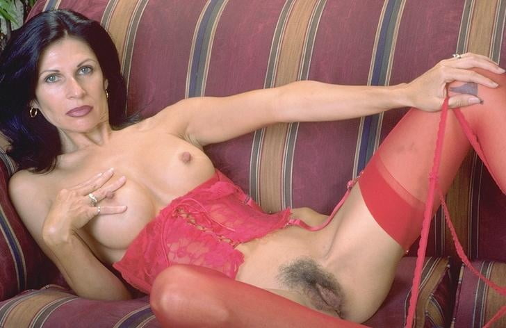 Mature woman in red stockings - 16 Pics