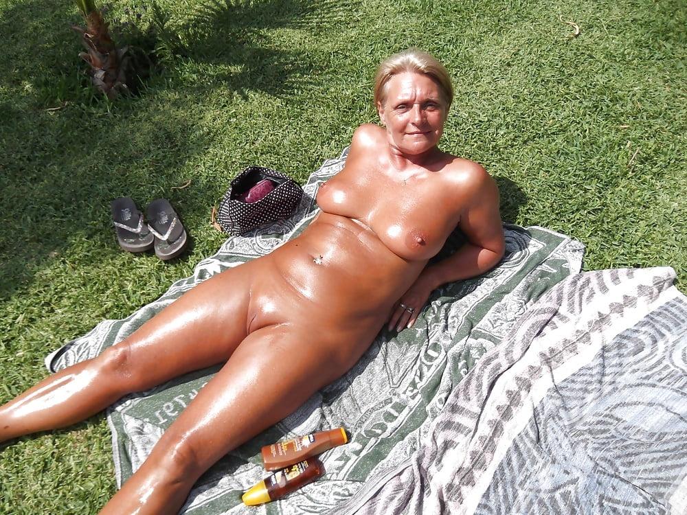 Nude sunbathing grannies — pic 8