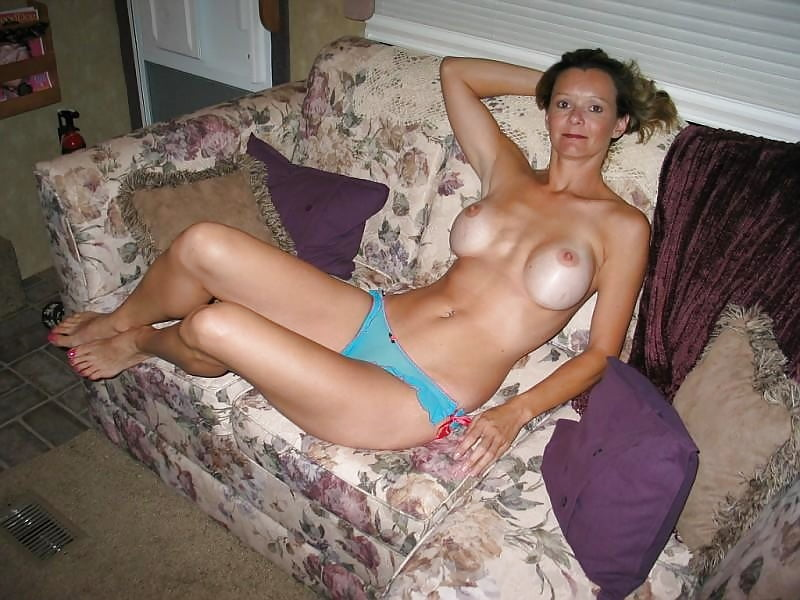 Housewife nude amateur