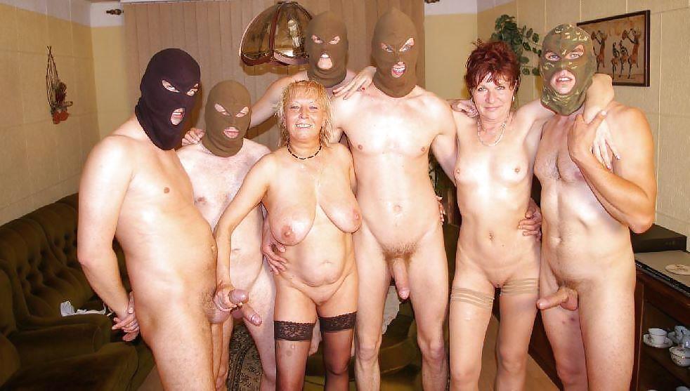 развлечения голых женщин с мужчинами сюжеты