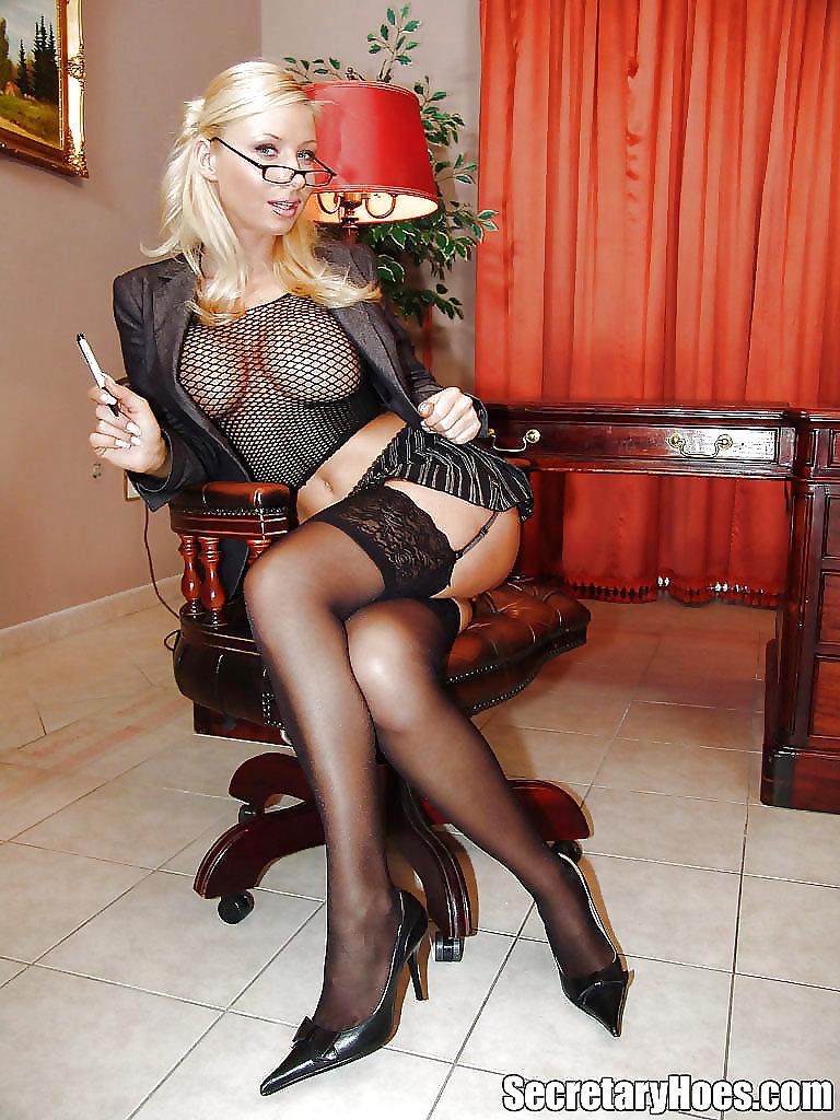 Огромными грудями проститутки строгие дамы зрелые