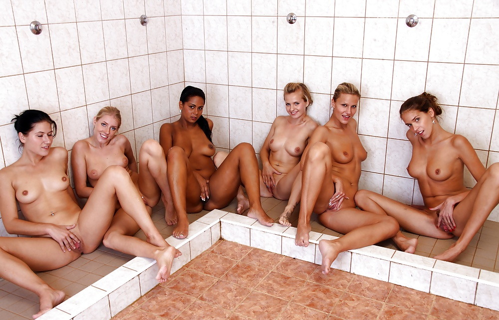 shower-group-nude-girls