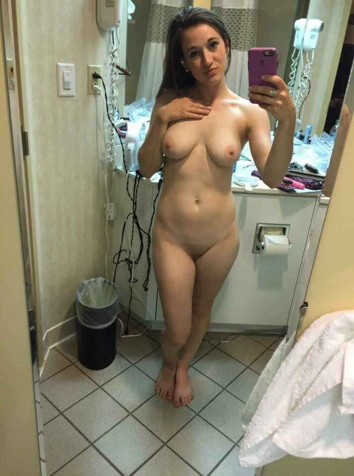 Mature wife self pic nude