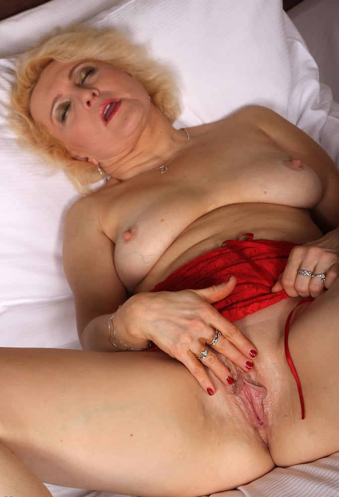 Blond mature twattures — pic 2
