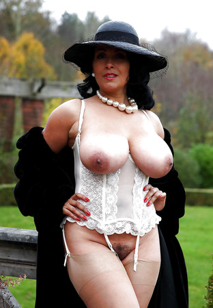 Large Breasted Milfs
