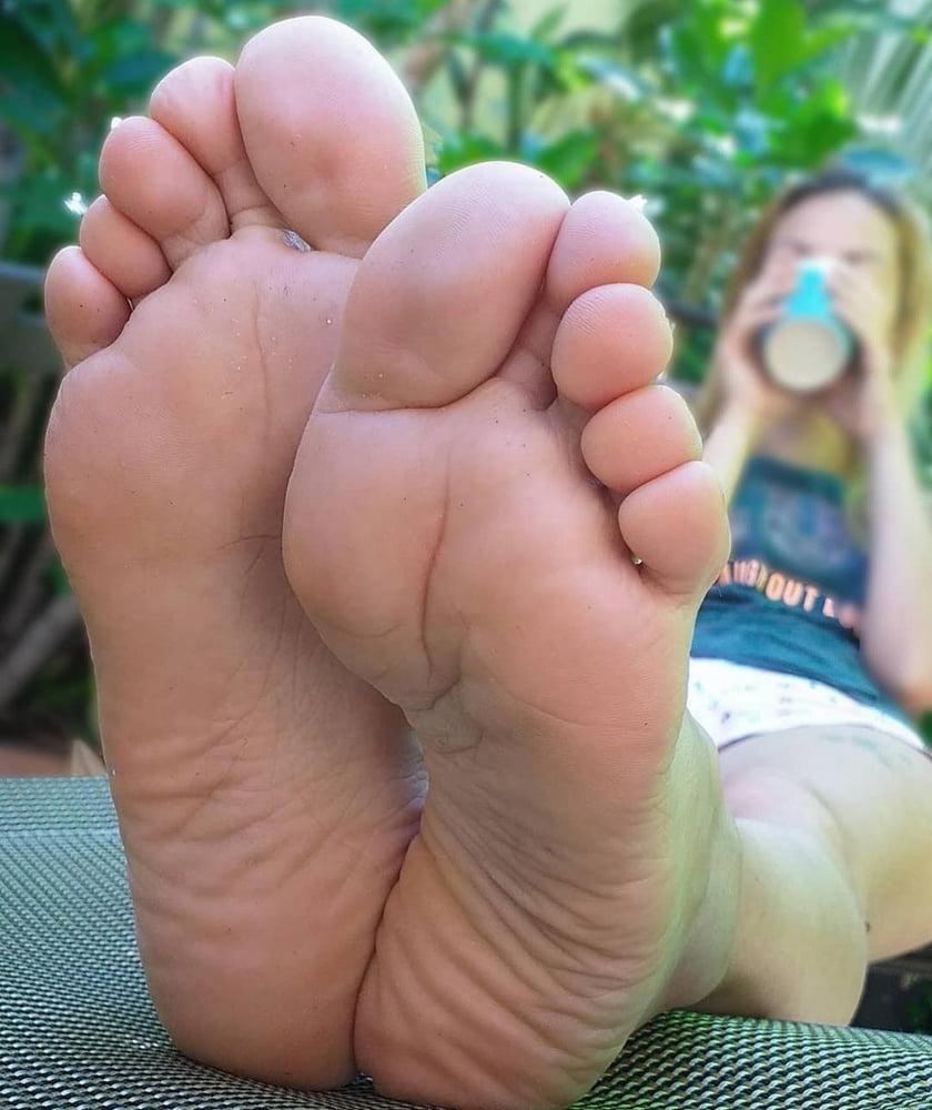 Soles and Feet Mega Mix 3 - 2212 Pics