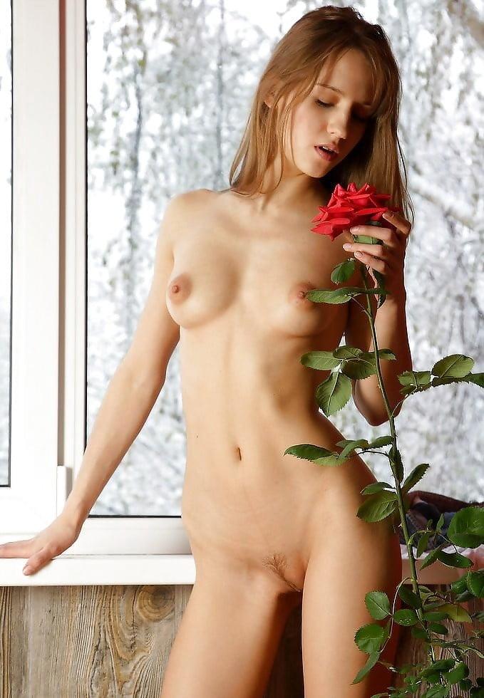 autumn-rose-naked-arab-milf-masturbates